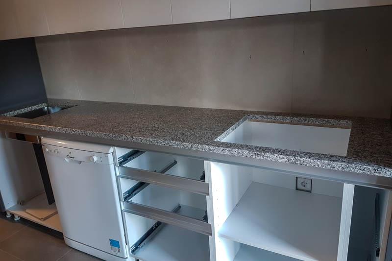 480 Kuhinja od granita bianco sardo