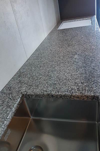 481 Kuhinja od granita bianco sardo