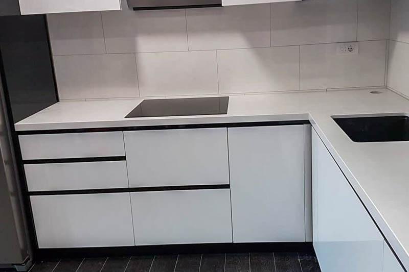 840 Kuhinja od kvarca absolut white