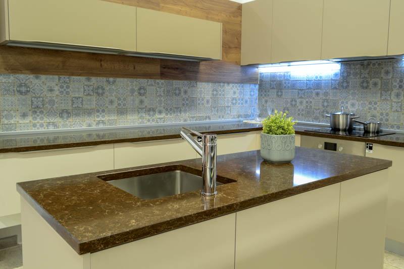 Kuhinja od kvarca athos brown