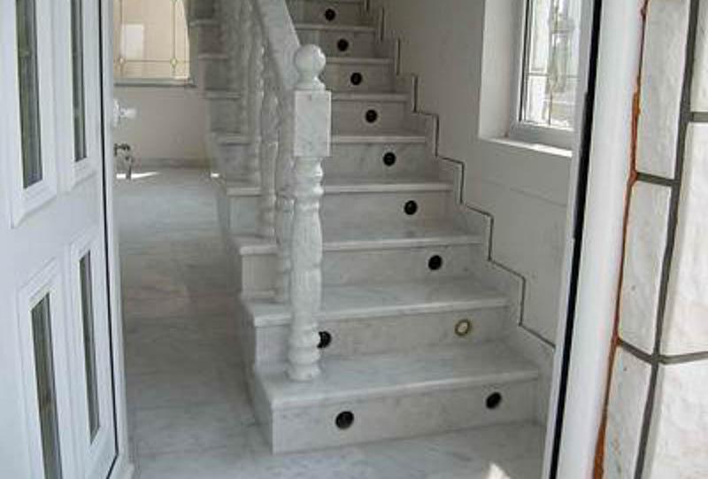 stepeniste-od-mermera-i-granita-(1