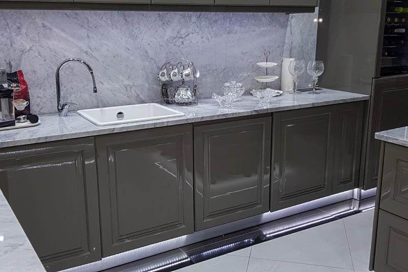 213 Kuhinja od mermera Carrara