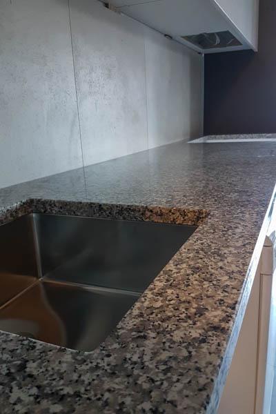 482 Kuhinja od granita bianco sardo