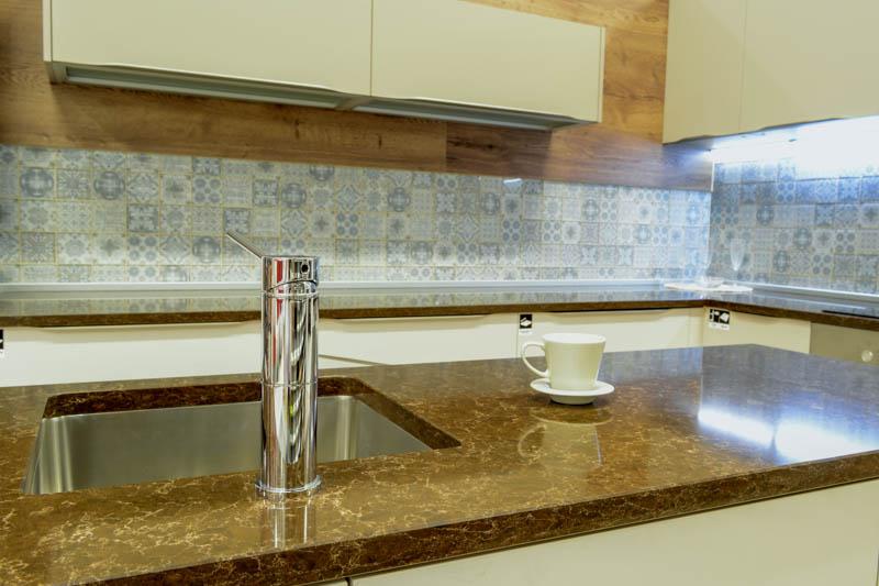 Kuhinja od kvarca athos brown (2)