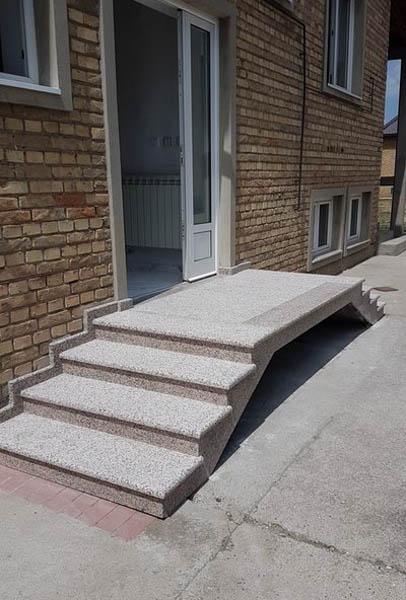 spoljne-stepenice-od-granita-rosa-porino-gazi-ta-su-paljena-a-ela-polirana-1-