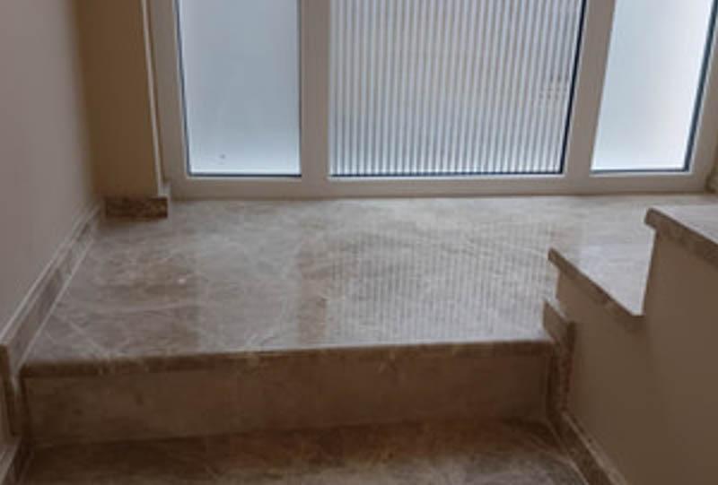 stepenice-od-mermera-emperador-light-gazi-ta-u-kombinaciji-sa-mermerom-crema-nova-ela_3